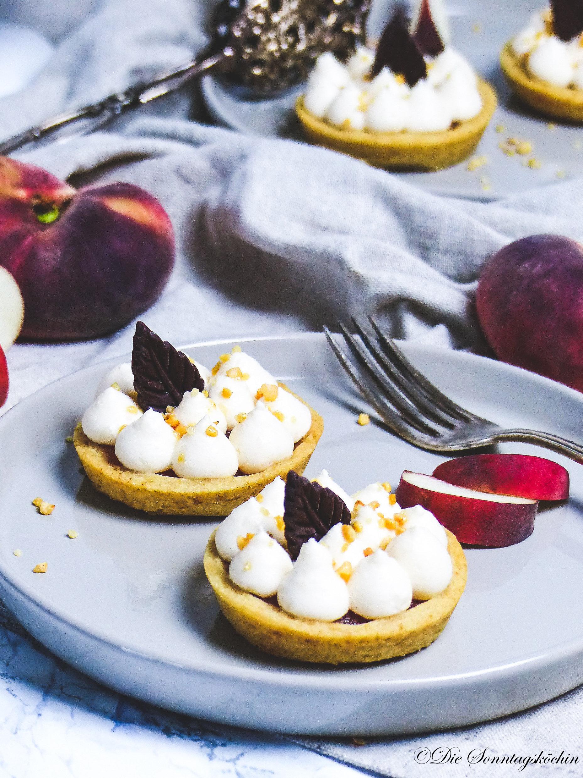 samtweich sind die Mini Pfirsich Torteletts mit Fruchtiger Sahne