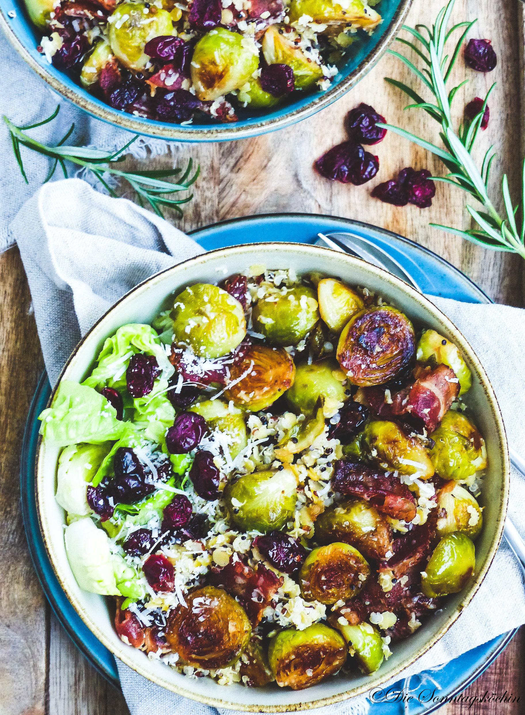 Linsen -Quinoa Bowl mit Rosenkohl & Parmesan und Cranberries