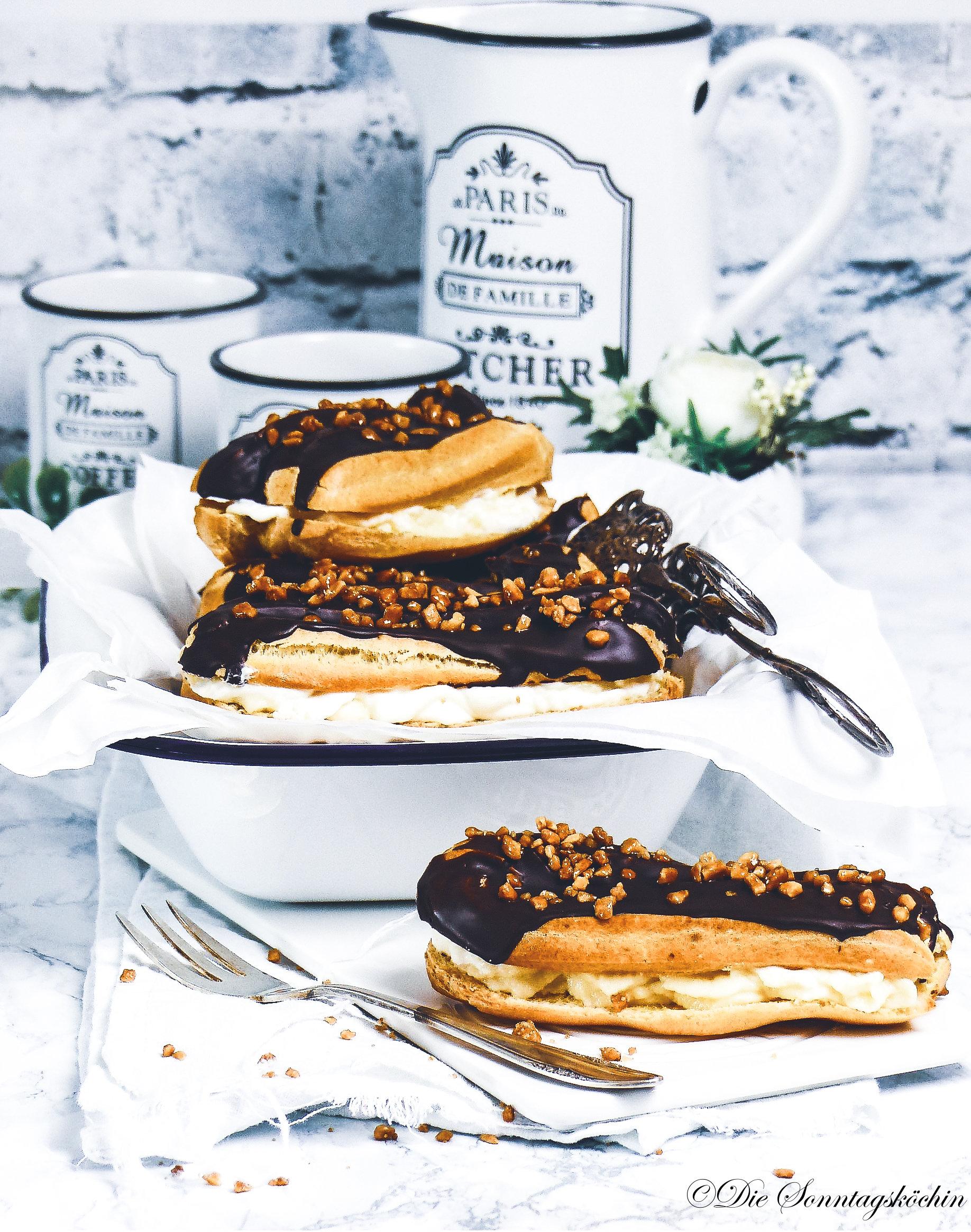 Eclairs mit Vanillepudding und Schokoladenüberzug