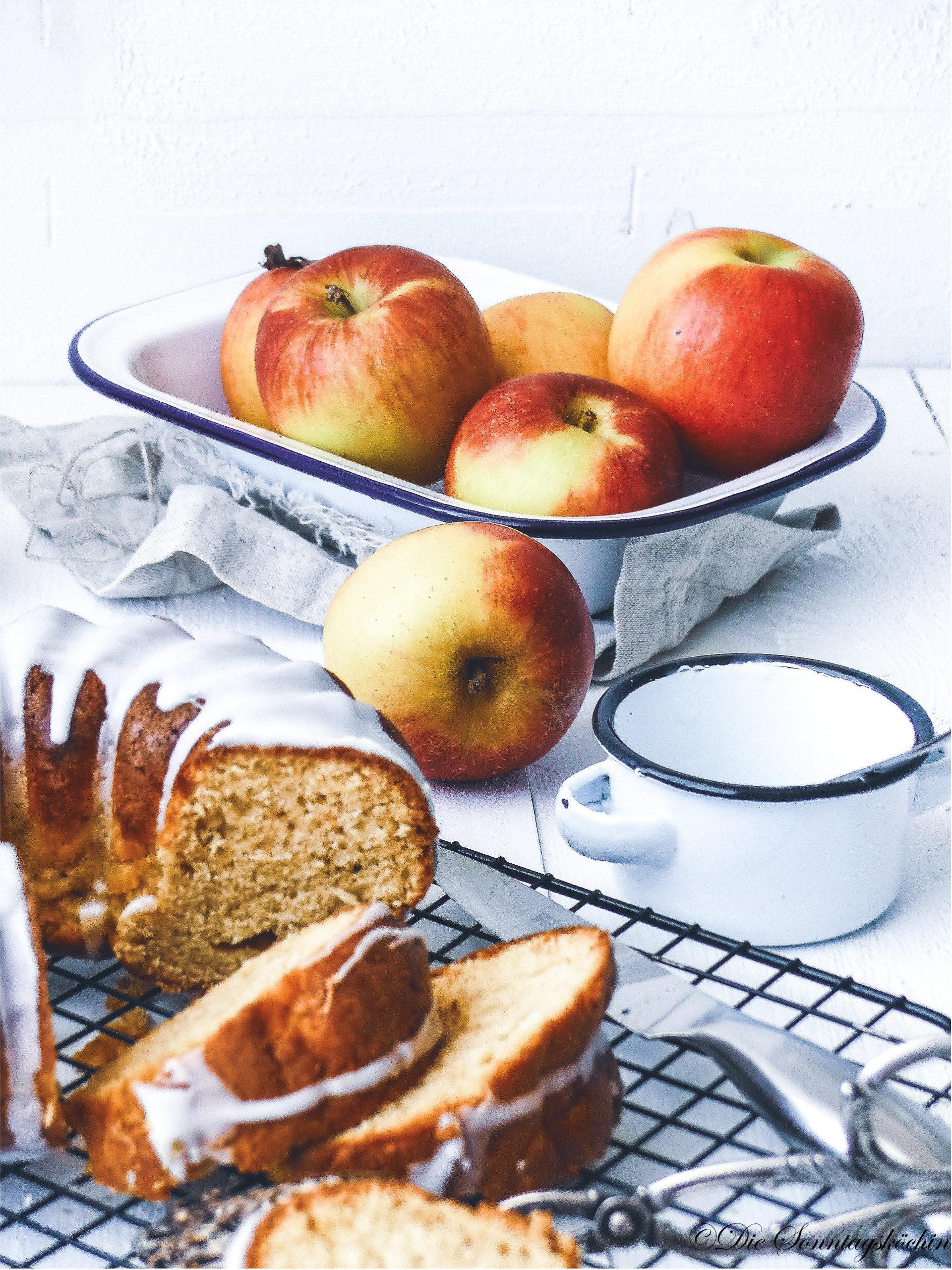 saftiger Apfel Gugelhupf