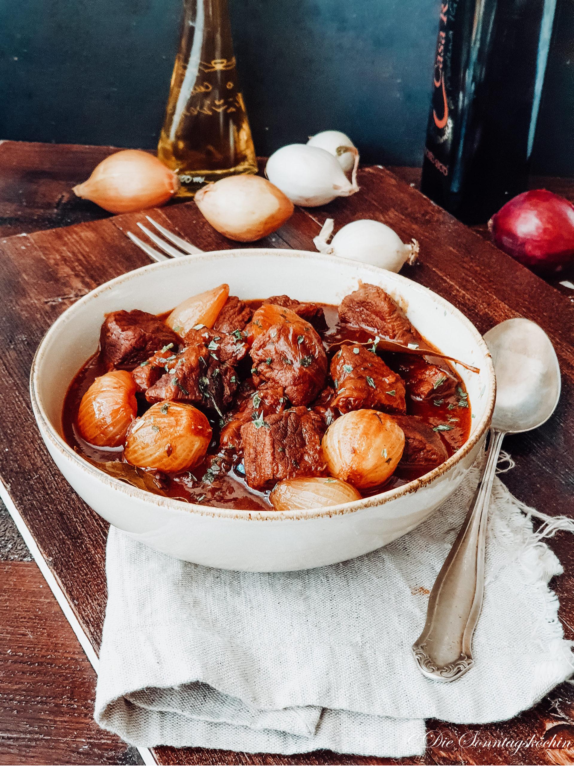 Rindfleisch Zwiebel Gulasch mit Zwiebeln