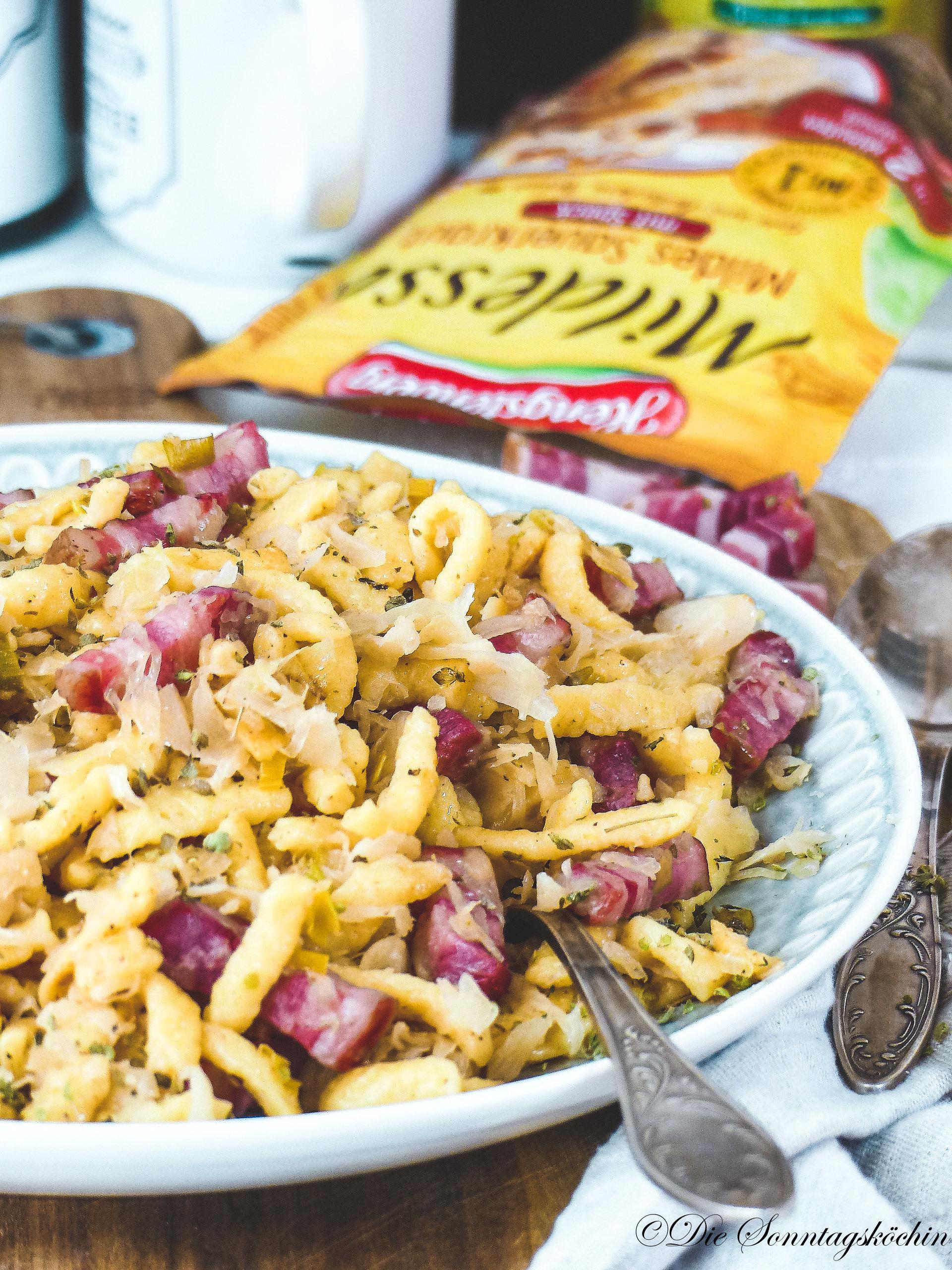 Spätzlepfanne mit Sauerkraut und Bergkäse