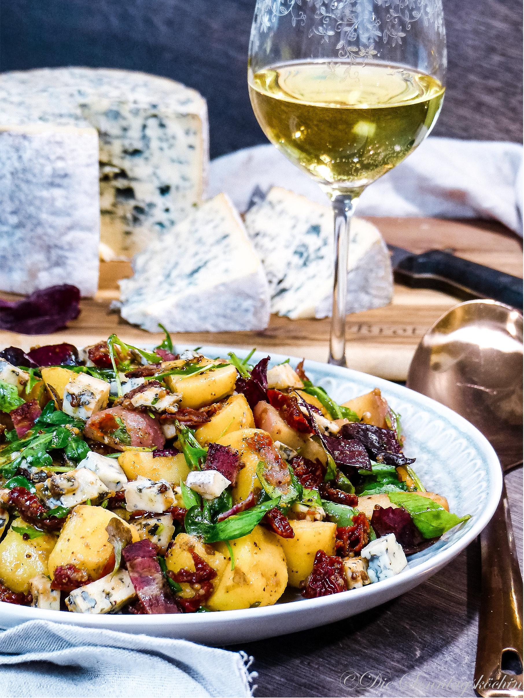 Bunter Kartoffelsalat mit Blauschimmelkäse & Bacon