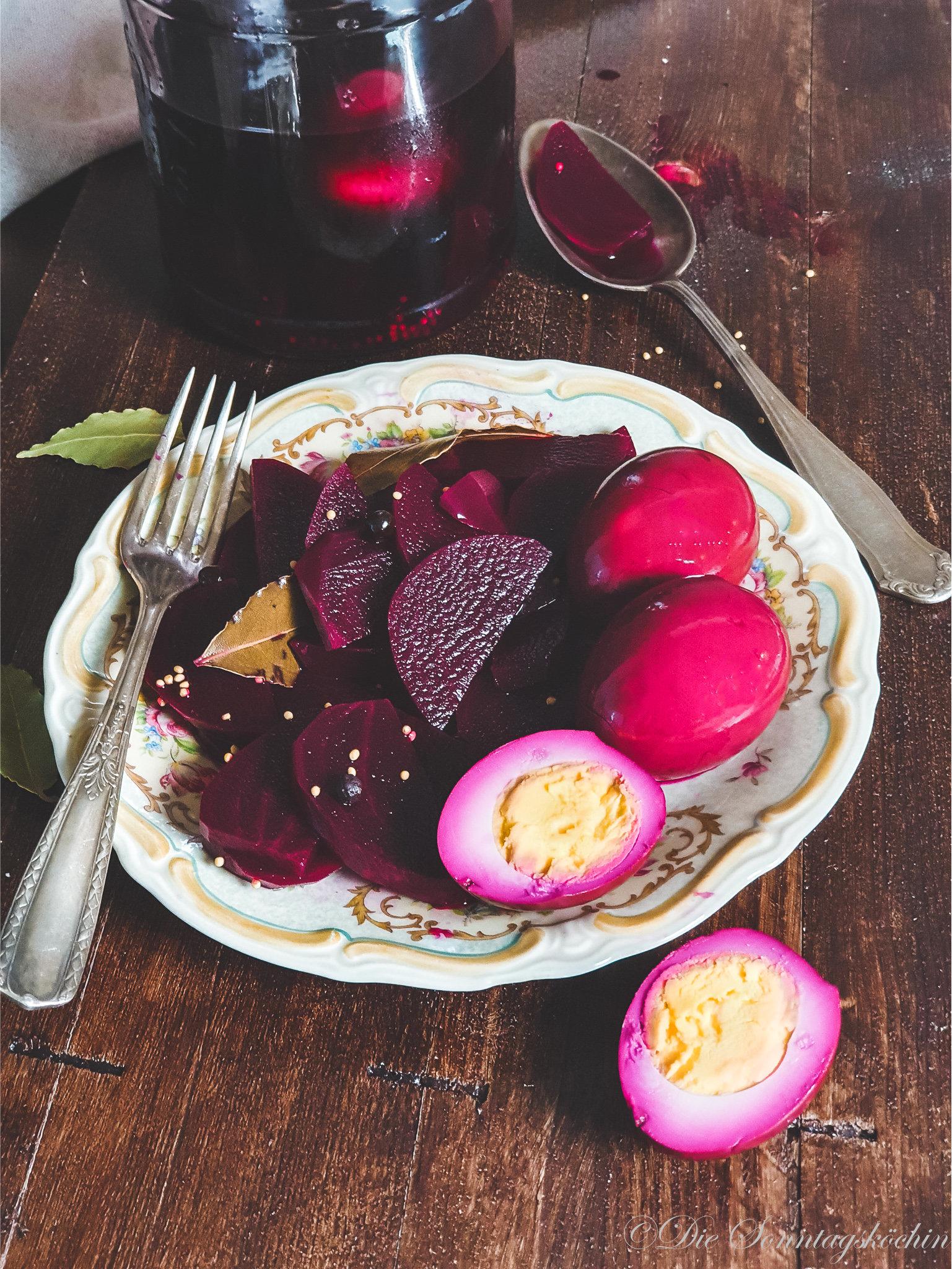 süß-saure Eier mit roter Bete