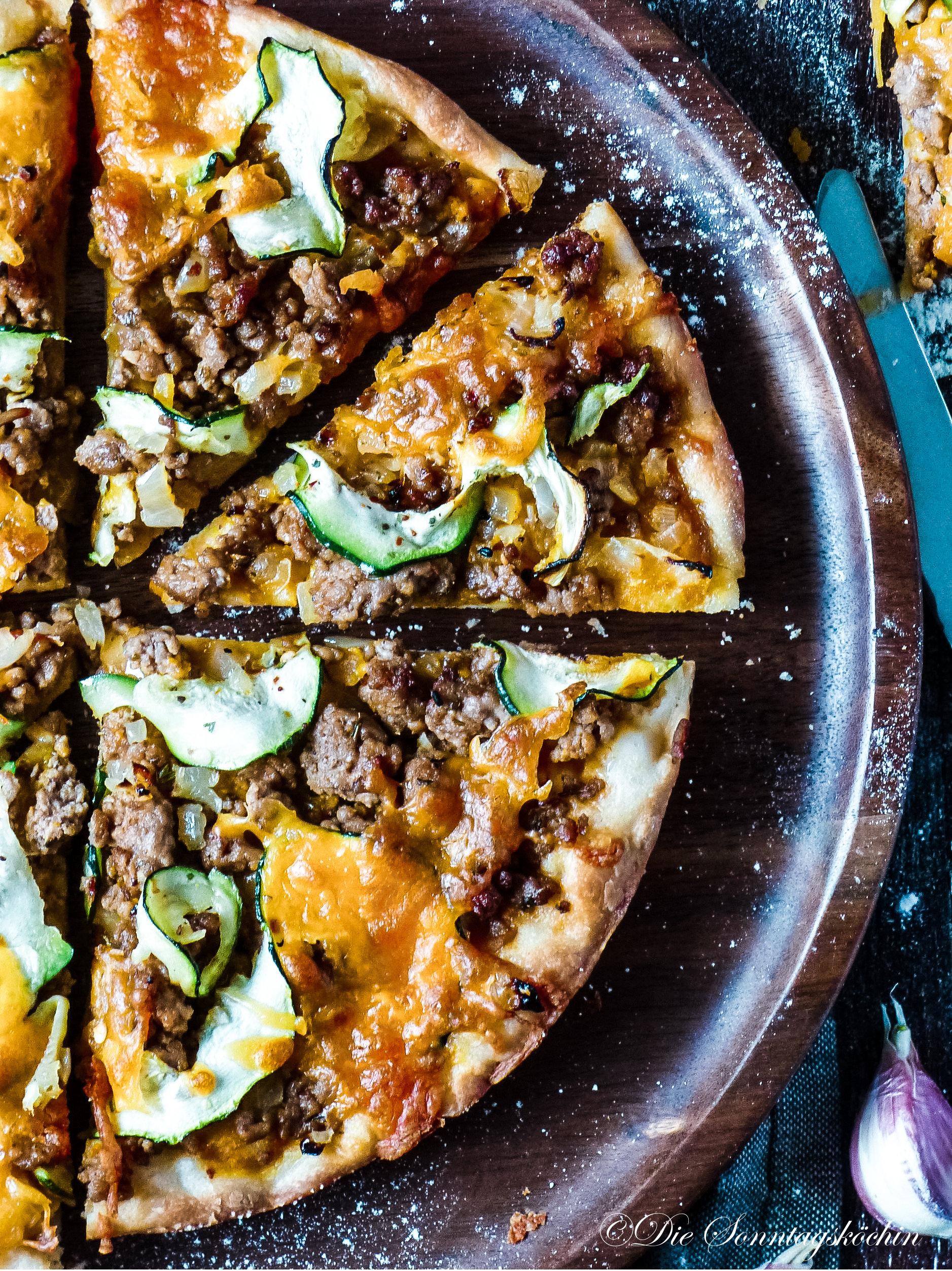 Karotten-Hackfleisch Pizza